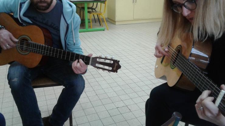 2 guitares.jpg