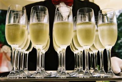 Champagne ! iNovamuse, libre de droit. Célébration, team building, séminaire..jpg